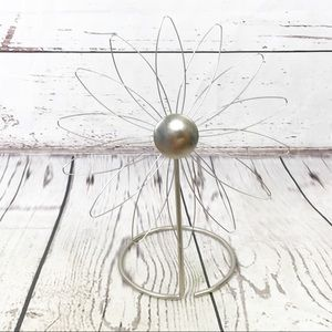 Flower metal earring jewelry stand